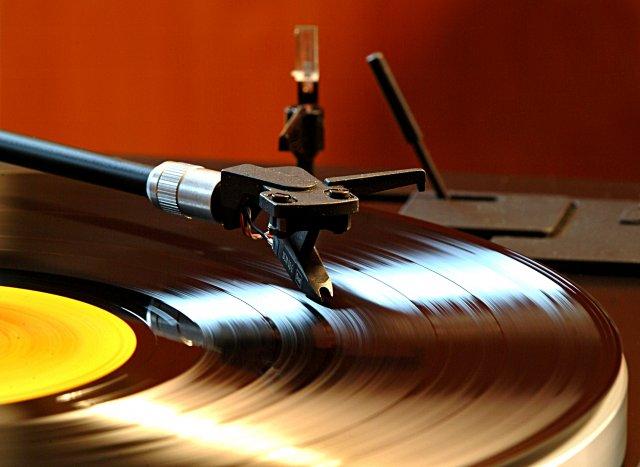 clean-vinyl-record